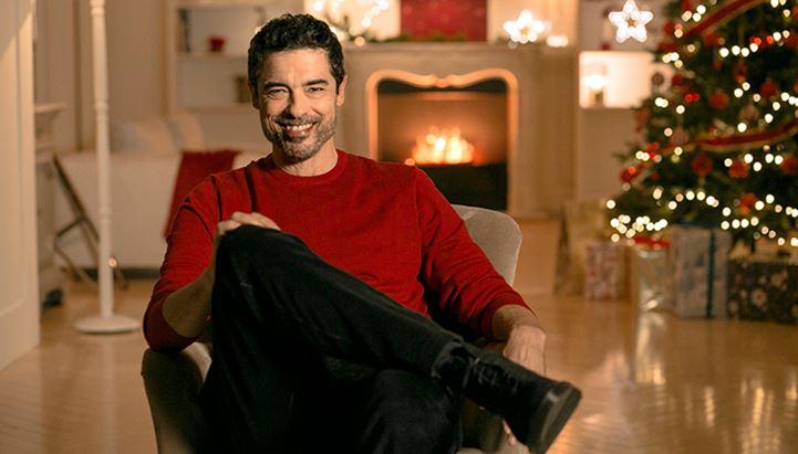 Un frame del nuovo spot natalizio Sky con Alessandro Gassmann