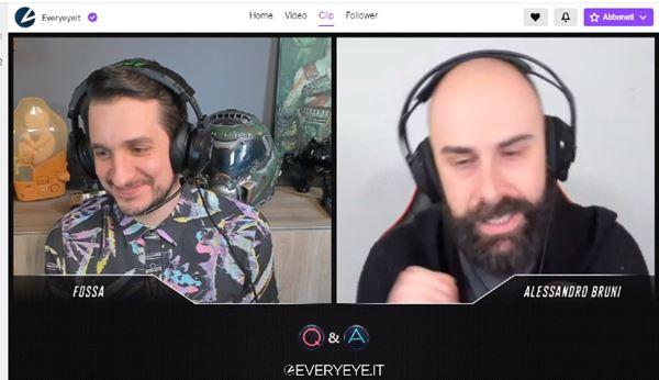 Francesco Fossetti, Responsabile area gaming di Everyeye.it, e il giornalista Alessandro Bruni durante una diretta Twitch