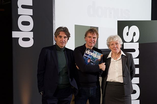 da sinistra: Walter Mariotti, direttore editoriale del sistema Domus, l'architetto Winy Maas e Maria Giovanna Mazzocchi, Presidente di Editoriale Domus