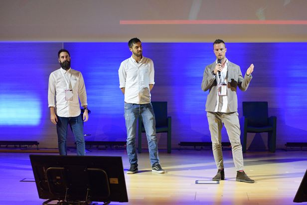 James Farndale e Mattia Dragonetti di InMobi ed Emiliano Messeni di Talks Media sul palco di Engage Conference