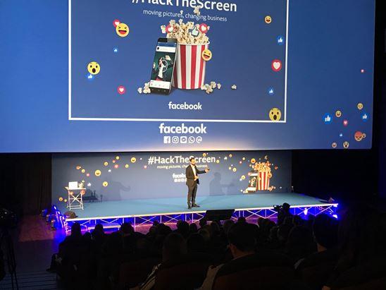 """Giulio Ravizza sul palco di """"Hack the Screen"""""""