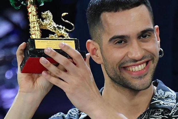 Mahmood premiato a Sanremo (foto Ansa)