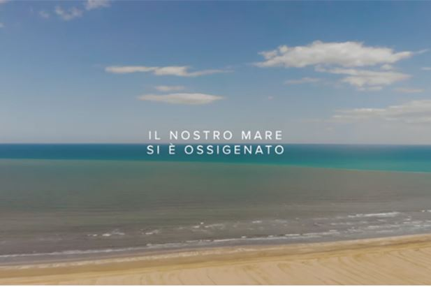 Un frame del video che inaugura la stagione estiva 2020 di Cervia