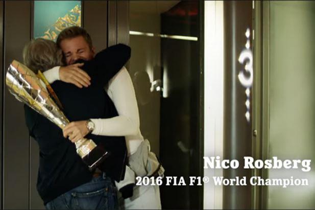 Un frame dello spot Heineken con Keke e Nico Rosberg