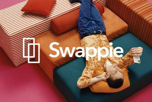 Un frame dello spot Swappie