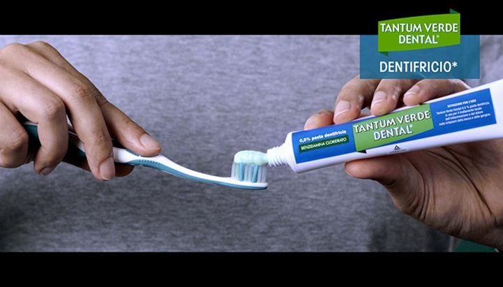 Un frame del nuovo spot dedicato a Tantum Verde Dental