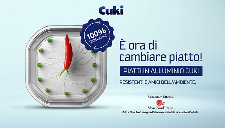 Un frame del nuovo spot tv Cuki per i nuovi piatti in alluminio