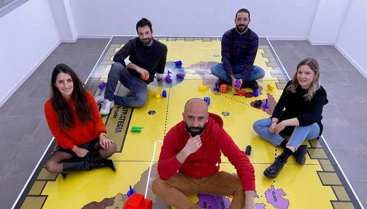 Da sinistra: Arianna Arcai, Antonio Langella, Raffaele Liccardi, Matilde Staforini. Al centro davanti Fabio Padoan