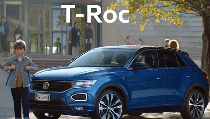 Un frame dello spot Volkswagen T-Roc on air nel 2020