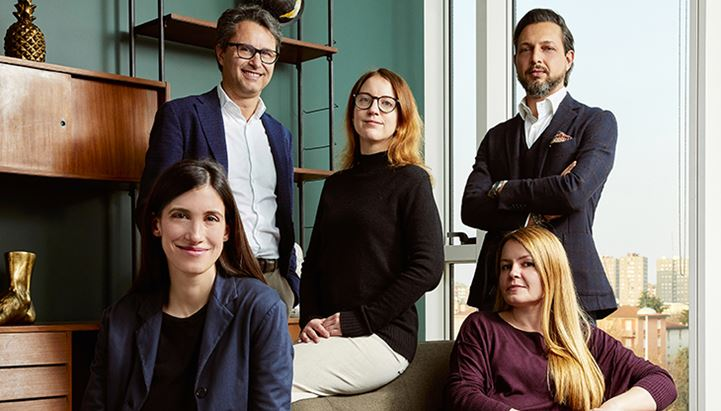 In piedi (da sx): Stefano Pagani, Samanta Giuliani e Maurizio Tozzini. Sedute: Benedetta Andreozzi e Jenny Nieri