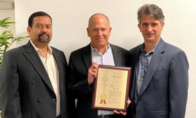 Simon Yencken, Derek Adelman e Rajiv Sunkara