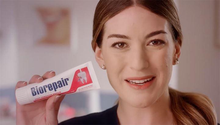 Un frame di uno degli spot dedicati alle nuove linee di dentifrici Biorepair
