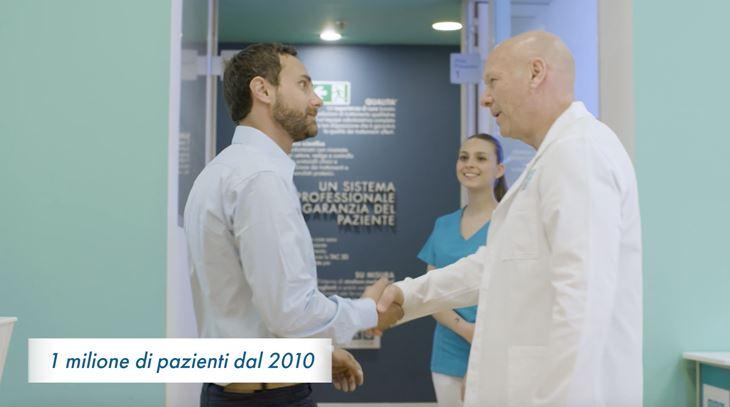 Una immagine del nuovo spot DentalPro, firmato Meloria
