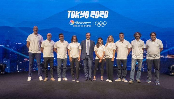 """Alessandro Araimo, a.d. Discovery Italia, al centro del """"team olimpico"""" di Discovery"""