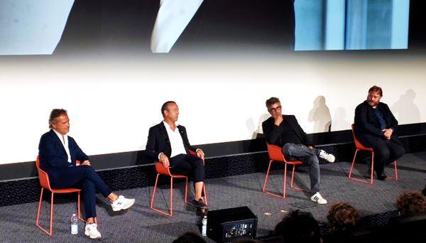 da sin: Carlo Mangini, Nicola Bertinelli, Paolo Genovese e Stefano Fresi alla presentazione del film