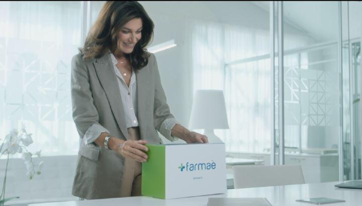 Un'immagine della nuova pubblicità Farmaè